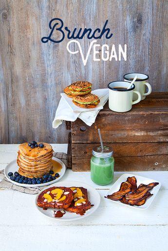 Découvrez 4 recettes gourmandes pour un brunch vegan ! Pancakes aux myrtilles, mini-bagel à la crème d'avocat et courge rôtie, bacon d'aubergine à l'huile de coco, pain perdu au chocolat.