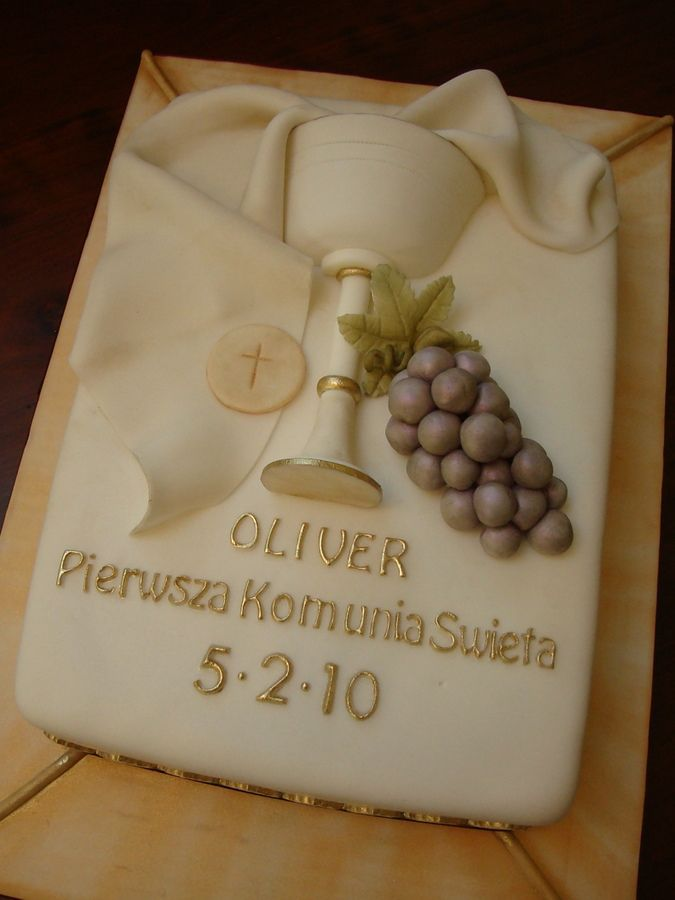 I handmade the fondant chalice, host, grapes and draping. Handpainted all gold accents. Writing on cake is in Polish. Fondant cake board is painted with luster dust.