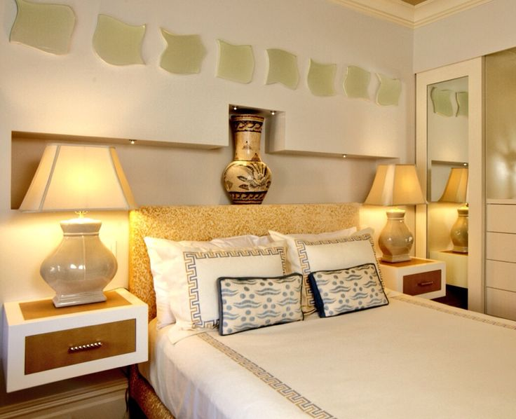 Guest room bed & night tables