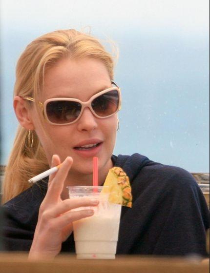 Suprising celebrities who smoke... - Gay Celebrity Gossip ...