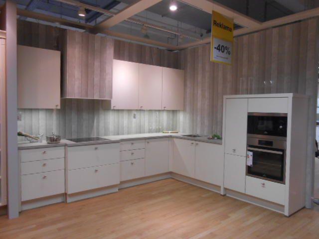 Kuchyně z expozice FLAIR včetně spotřebičů - Sconto Nábytek