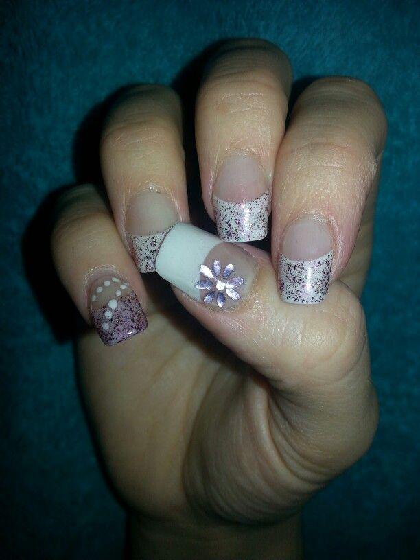 Acrylnagels met lila nailart