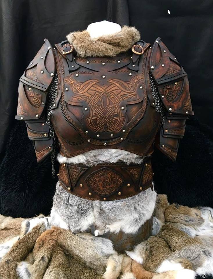 Der Bausatz für die Lederrüstung Clanführerin kommt komplett mit Körperrüstung, Schulterrüstung und Gürtel. Fell und Kettenhemd sind nicht mit dabei.  Hergestellt aus ca. 3,2mm...