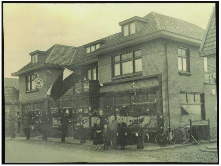 Cafe Maats aan de Dorpsstraat. Bron: Leven in Holten