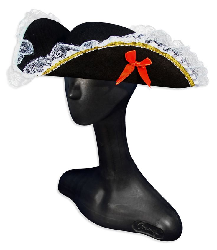 Шляпа -треуголка с кружевами