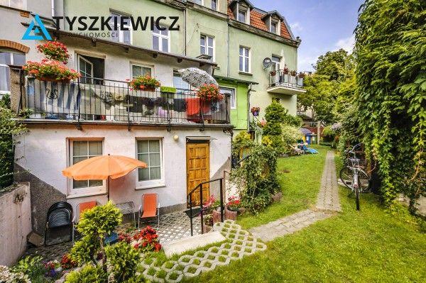Na sprzedaż mieszkanie w Sopocie! Dwupokojowe słoneczne mieszkanie położone na I piętrze kamienicy przy ulicy Konopnickiej. Dwa niezależne pokoje, z kuchnią, przedpokojem oraz łazienką. W mieszkaniu wymieniono okna PCV, ogrzewanie gazowe, a czynsz zaledwie 200 zł! Mieszkanie w stanie do remontu/lekkiego odświeżenia, kryjące w sobie ogromny potencjał i możliwości aranżacyjne. #sopot #kamienica #molo #kurort #morze