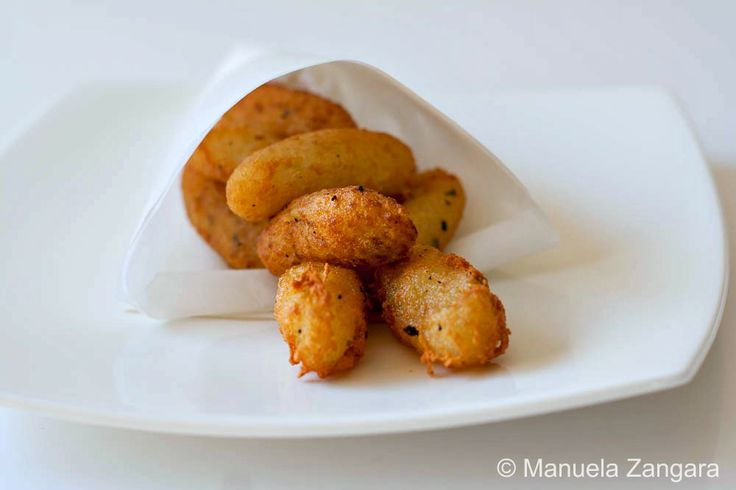 The recipe with step by step instructions for Cazzilli - Crocchè di patate, a very popular street food from Palermo!