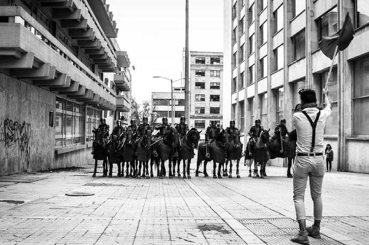 Bogotá, Colombia.  Ph : Santiago Rodriguez @santyrodriguez26 / Tejiendo Memoria  Estudiantes universitarios exigen desmonte del esmad y la no utilización de animales durante las jornadas de protesta.  #TejiendoMemoria #HistoriasDeMiAldea #Bogotá #streetphotography #Colombia #disturbios #protestas #Paro #ESMAD #capturas #Photojournalist