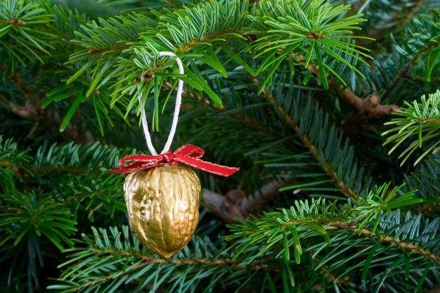 Hogyan ruha a karácsonyfa az újévi és karácsonyi - házi játékok