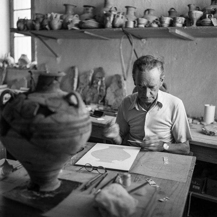 Piet de Jong working at Pylos 1955. Photo© Robert McCabe.