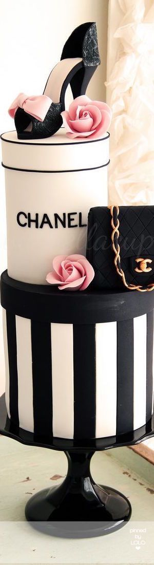 Chanel Cake | LOLO. #Chanel #cakes