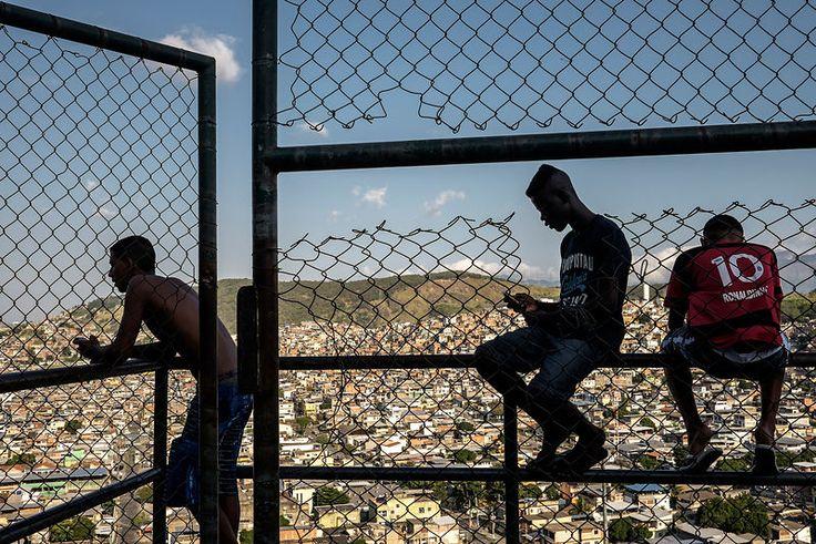 """Favela """"Complexo do Alemão"""", Rio de Janeiro, Brésil, mai 2014. ©Dom Smaz"""