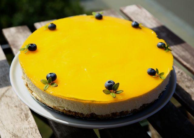 Yndlings opskrift på cheesecake med puré af mango på toppen - Farmorfabrikken