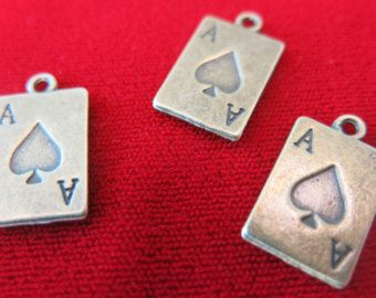 Diese schöne Hochzeitstorte Reize sind perfekt für jedes Projekt Schmuck wie Anhänger, Ohrringe oder Schlüsselanhänger!  Sie erhalten 8 Charme! Wir sind jeden Tag von Texas Versand!  Die Reize bestehen aus einer Zink-Legierung Metall die Blei- und nickelfrei ist.  Maße: 17 x 11mm (ca. 0,65 x 0,45 Zoll)