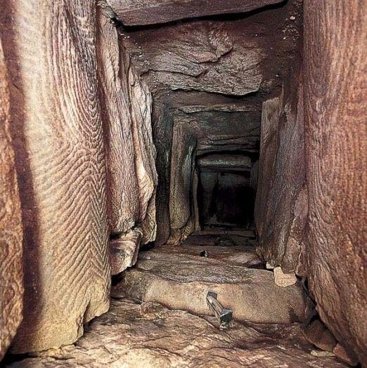 Style baroque, grotte de Gavrinis, Bretagne, néolithique (-3500)
