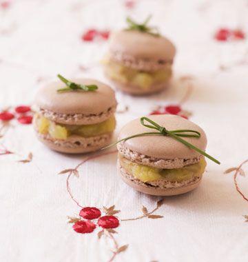 Macarons au foie gras et pommes, la recette d'Ôdélices : retrouvez les ingrédients, la préparation, des recettes similaires et des photos qui donnent envie !