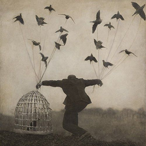 With their second album (Real World Records / Brassland - 2016), Irish American band The Gloaming seamlessly blend ancient songs and traditional tunes with contemporary sounds.
