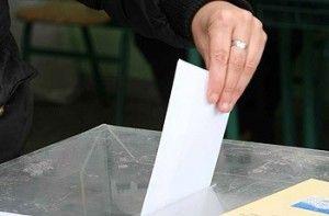 Οι εκλογείς ψηφίζουν με την αστυνομική τους ταυτότητα. Σε περίπτωση έλλειψης αστυνομικής ταυτότητας, θα μπορούν να ψηφίσουν με την προσωρινή βεβαίωση της αρμόδιας αρχής, ή το διαβατήριο, ή την άδεια οδήγησης ή
