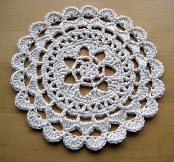 Pretty Passion Flower Doily - dk weight yarn ~ free pattern