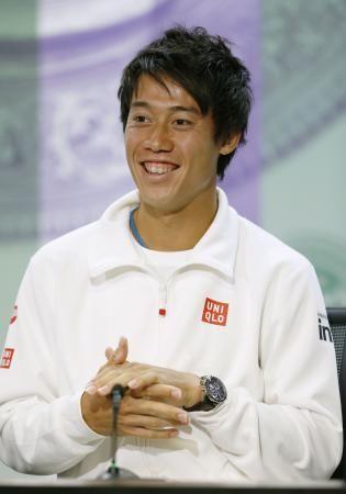 テニスのウィンブルドン選手権の開幕を前に、記者会見で笑顔を見せる錦織圭=21日、ウィンブルドン(共同) ▼21Jun2014共同通信 錦織「自信持って戦う」 ウィンブルドン、16強目標 http://www.47news.jp/CN/201406/CN2014062101001939.html #Kei_Nishikori