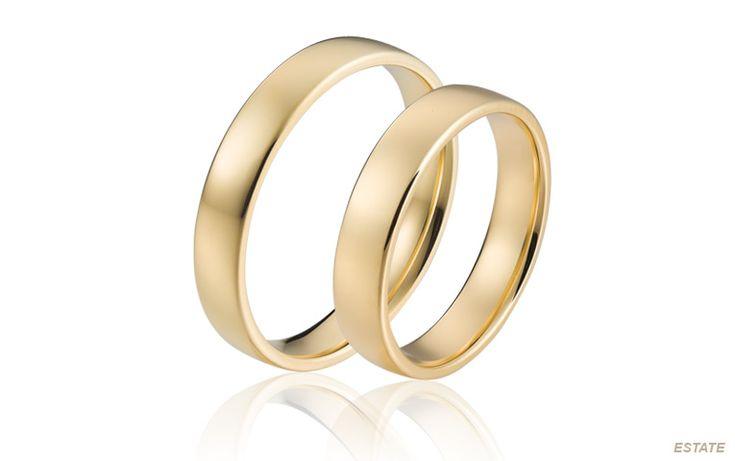 Traditionele trouwringen van goud in een tijdloze uitvoering. Deze klassieke ring is een geliefde topper uit onze collectie en is van de hoogste kwaliteit.