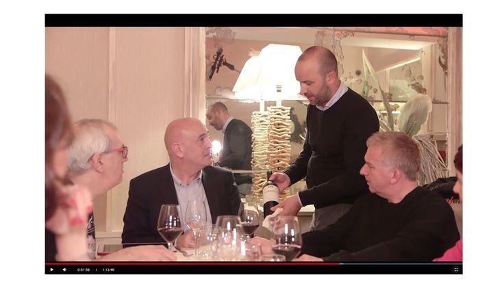 """El sumiller del Restaurante Aitzgorri, Zuhaitz Bengoetxea, fue el encargado de elegir y servir el vino a los invitados del programa """"A mesa puesta"""" de Teledonosti. #aitzgorri #sumiller #restaurantes #donostia #gros #sansebastian. Puedes ver el vídeo completo en nuestra página web, siguiendo el enlace."""