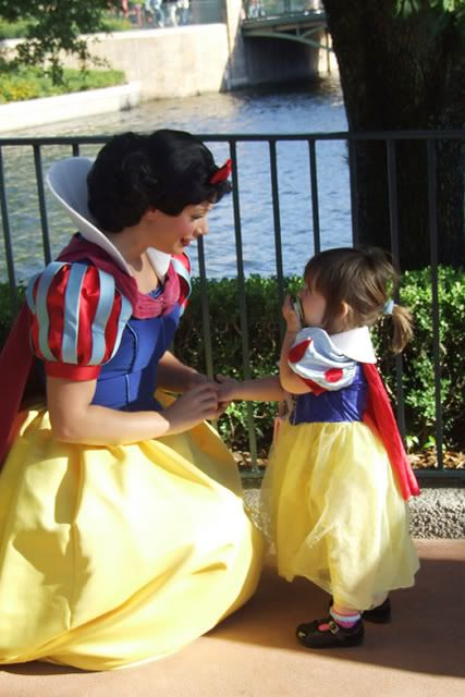 Snow White meets Snow White :) OMG I can't wait until Livvy and I can do this!!!! How Exciting!!!