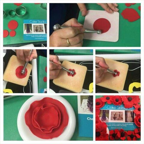 Making fondant poppies #tutorial #Cupcakes #ANZACDay