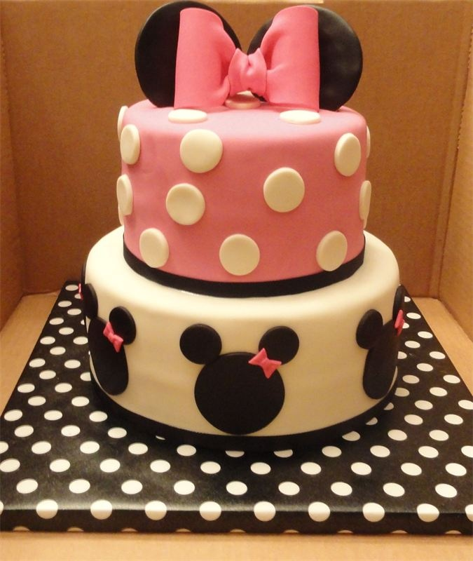 minnie mouse cake. ah-stinkin-dorable