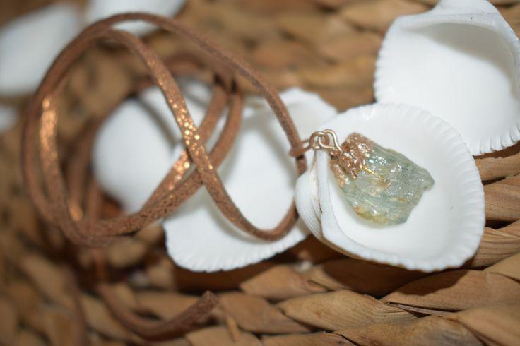 Amulette - Edelstein Halskette Heilstein Roh Gruen -002 - ein  Designerstück von PurpleDruzzyAmethist bei  DaWanda https://de.dawanda.com/product/110210379-edelstein-halskette-heilstein-roh-gruen-002