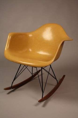 Charles & Ray EAMES - Ed. Herman Miller - circa 1960. Fauteuil RAR en fibre de verre couleur jaune moutarde.
