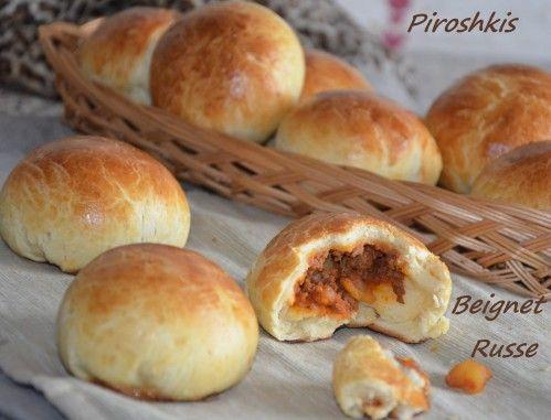 Piroshkis petits pains russes farcis à la viande hachée C'est TOP DÉLICIEUX tout comme ceux aux légumes.