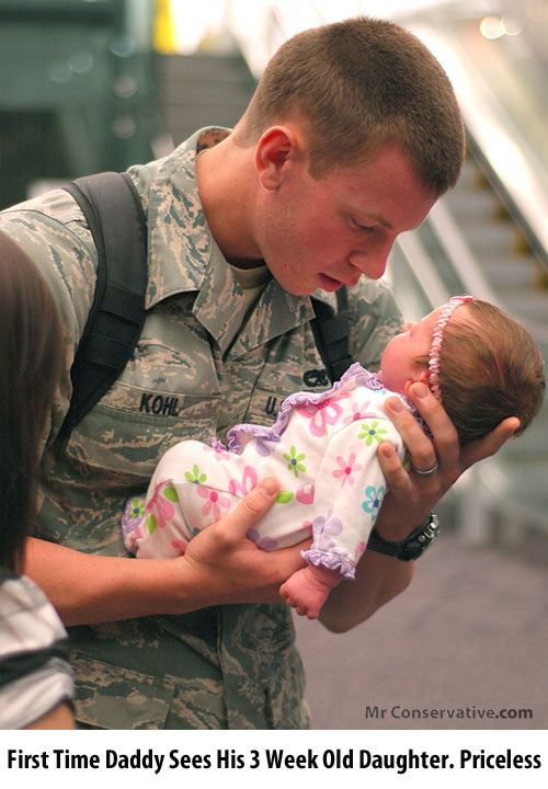 American Army soldier sees his 3-week-old daughter for the first time <3