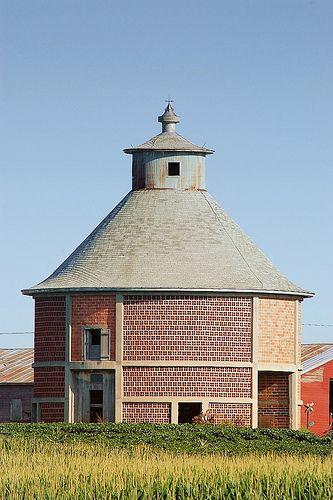 Nebraska Round Barn, Granary.