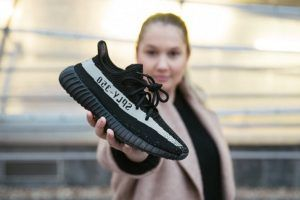 Raffle links for #YeezyBoost 350 V2 Black White  It's time for the adidas Yeezy Boost 350 V2 Black White. Also dubbed as the Yeezy Boost 350 White Stripe, the release date of the shoe was officially announced recently and it's sooner than we expected. Followed by the recent crazy releases, it looks like there is going to be some more colourways coming our way.  Price : £150 Style Code : BY1604