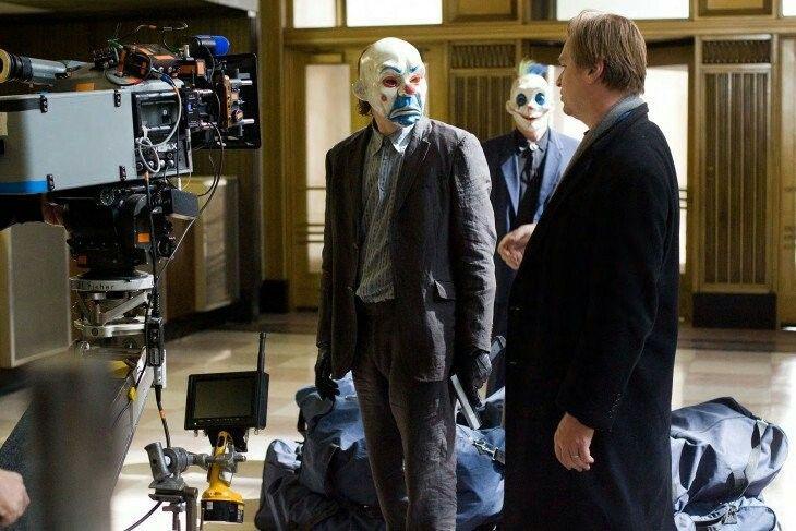 Después de la muerte de Heath Ledger, el director Christopher Nolan tuvo que hacer ajustes en el guión deThe Dark KnightRises, pues se suponía que el Joker iba a ser el villano principal. Sin embargo, en la película nunca se explicó su ausencia.