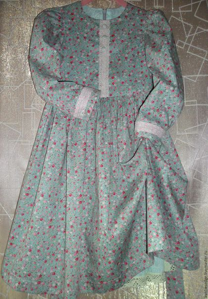 Купить или заказать Платье для девочки хлопковое 'Маленькая барышня' в интернет-магазине на Ярмарке Мастеров. Платье для девочки из хлопкового поплина для прохладных дней на все случаи жизни. Длинный пышный рукав, широкая юбка, романтичные цвета - платьице 'Маленькая барышня' Застежка по спине на потайную молнию, платье на подкладке, подкладка юбки одновременно выполняет роль нижней юбки. Подкладка из батиста. Манжет платья застегивается на пуговку. Пуговица на лифе выполняют ...