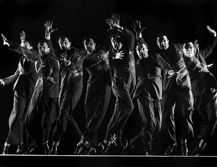 Black and White Movements Photography by Gjon Mili – Fubiz Media