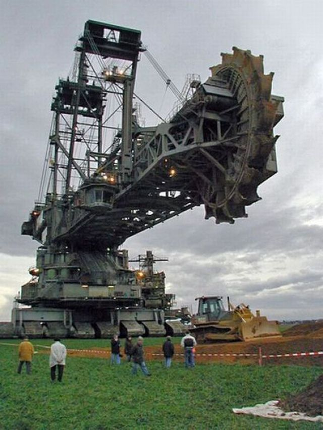 Bucket-wheel-excavator-01.jpg