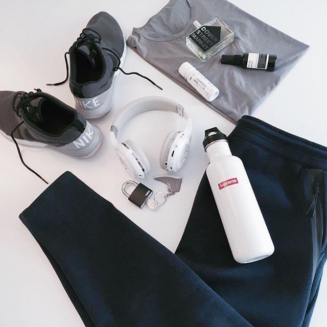 170 Best Images About Gym Essentials On Pinterest: Gym Bag Essentials #flatlay #flatlayapp