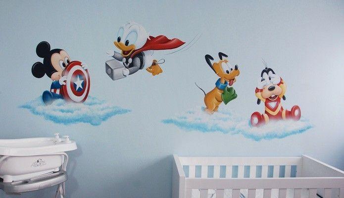 Baby Disney verkleed als The Avengers,  ontwerp en schildering door BIM Muurschildering. Mickey als Captain America,  Donald duck als Thor,  Pluto als de Hulk,  Goofy als Iron Man. Mural painting nursery designed by BIM.
