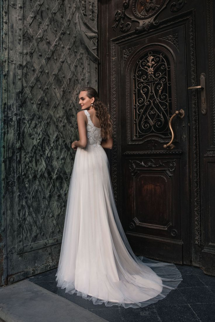 "Josephine - Wedding dress by Kaya Nova (Bellezza e Lusso). Collection ""Prague"" / Свадебное платье от дизайнера Kaya Nova (Bellezza e Lusso). Коллекция ""Prague"" #lusso #lussodress #bellezzaelusso #designer #eveningdress #weddingdress #yourwedding #wedding #newcollection #collection2017 #weddingdresses2017 #kayanova"