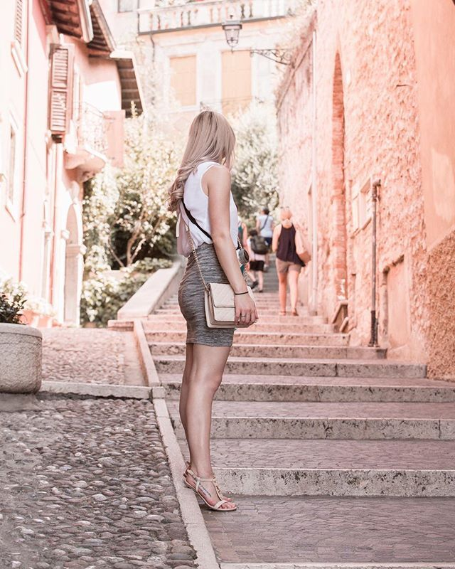 This is me staying and waiting for the picture without that people actualy but I still kind of like it  it is weird but I like it  #street #Verona #streetstyle #girl #blogger #czech #czechgirl #italy #beauty #beautiful #ootd #summer #likeforlike #like4like #blondie #czechblogger #instagood #americanstyle #prettylittleiiinspo #hairstyle #summeroutfit