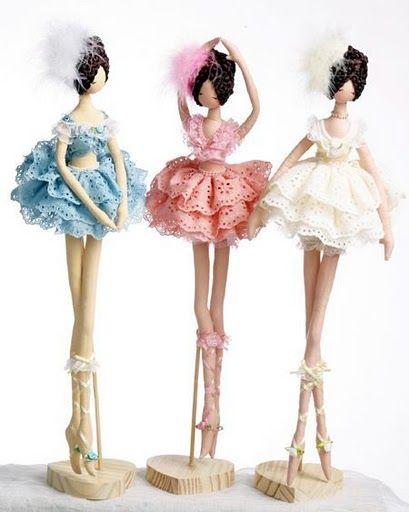 Hoy traigo otra muñeca bailarina, esta vez, el patrón viene para que puedas alternar las poses de la muñecas y hagas la que mas te guste, e incluso puedes hacer varias muñecas con poses dife…