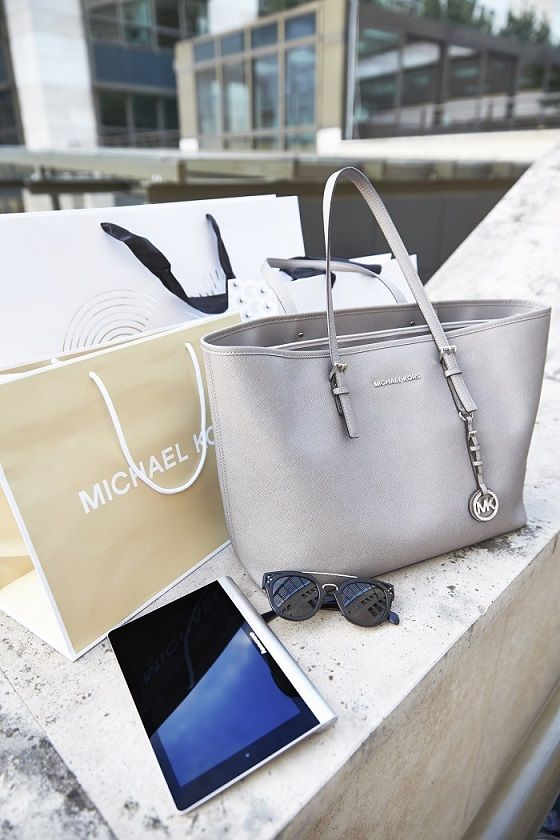 Michael Kors bag #michaelkors #shopperbag #celine #lenovo #yogatablet #zipy #zipystyle #fashionblogger