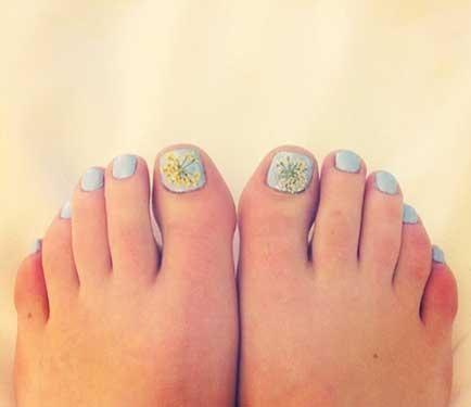 Lucy Hale's Ciaté Flower Manicure