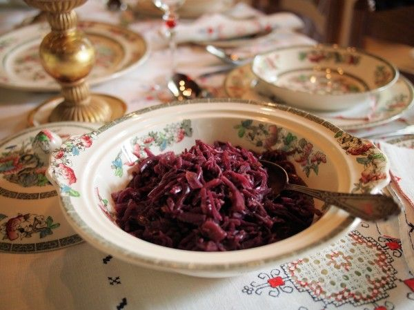 Lavender and Lovage   Kenwood Christmas Menu: �All the Trimmings� Spiced Red Cabbage with Apples Recipe   http://www.lavenderandlovage.com