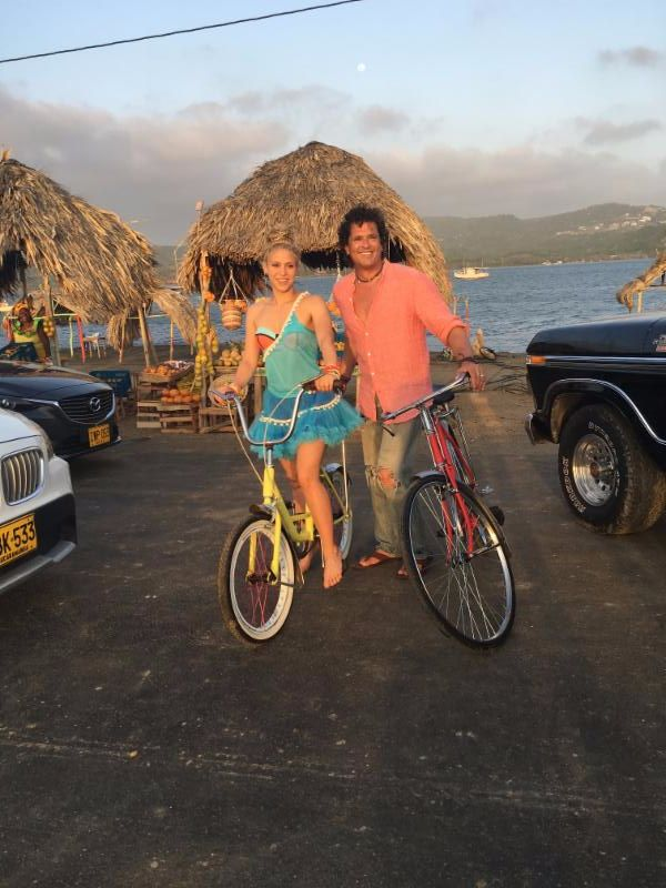 "CARLOS VIVES & SHAKIRA ""LA BICICLETA"" 
