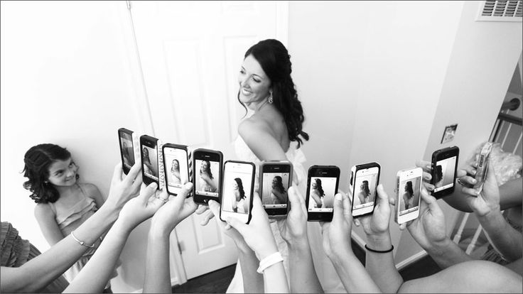 Capturing the bride from all sides. Because you KNOW that everyone is going to be Instragram-ing it at the wedding. #instagram #cellphone #wedding #photography • CINEMATICbyDavidM.com