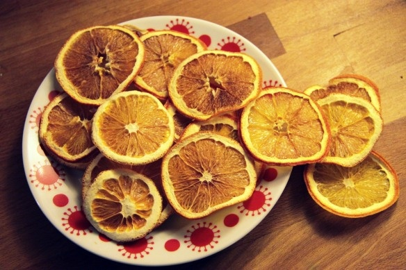 How to dry yourself orange slices for christmas decoration.